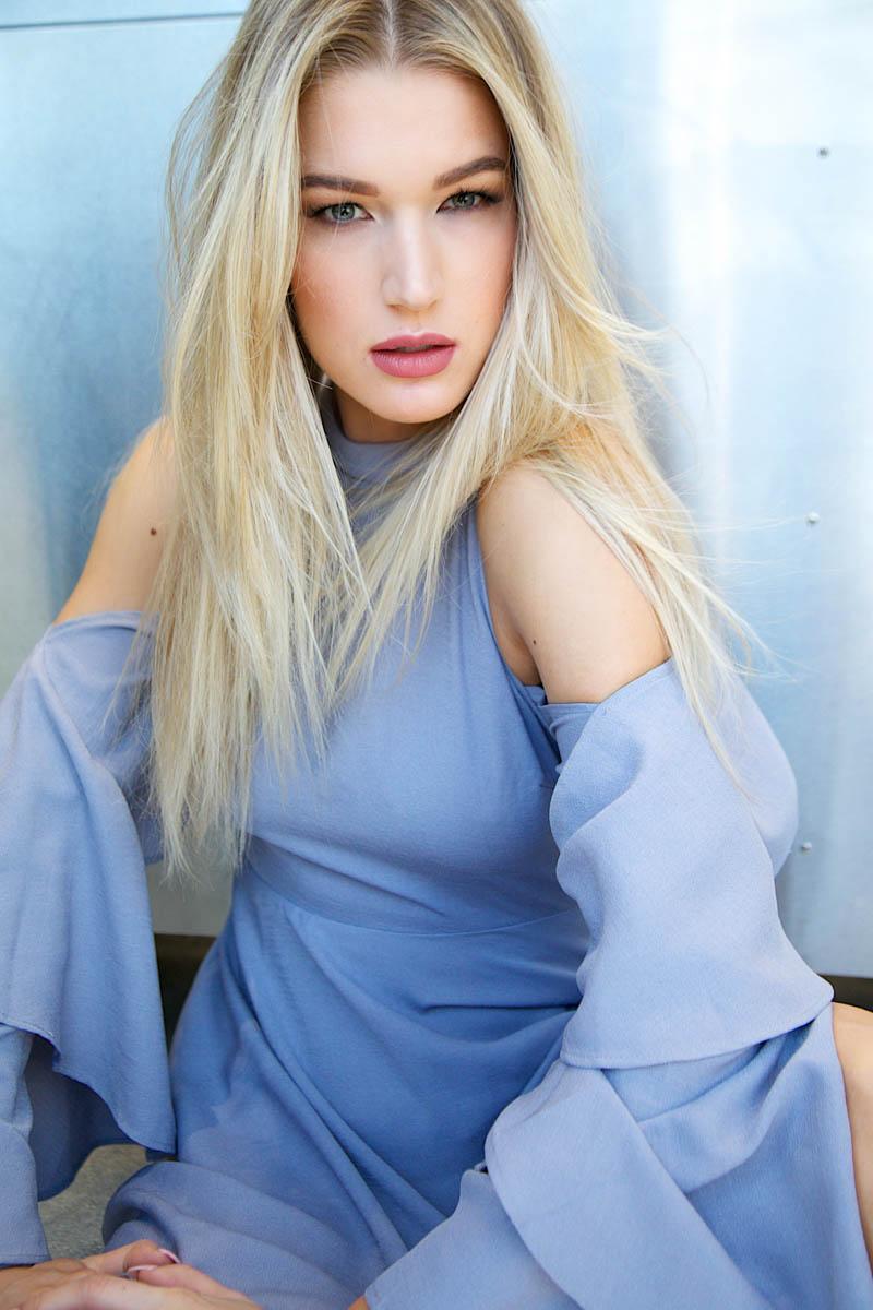 straight blonde hair
